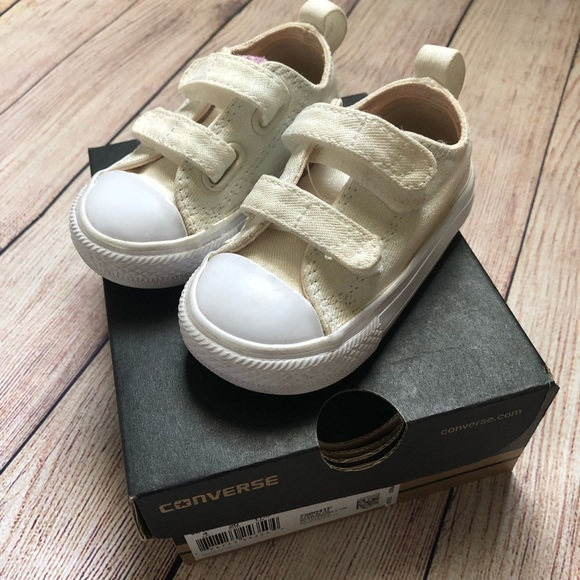 edbb7a00a170 Converse Other - Infant sparkle converse